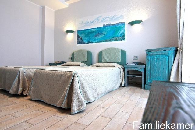 familiekamer sardinie - hotel alghero - sardinia4all.jpg