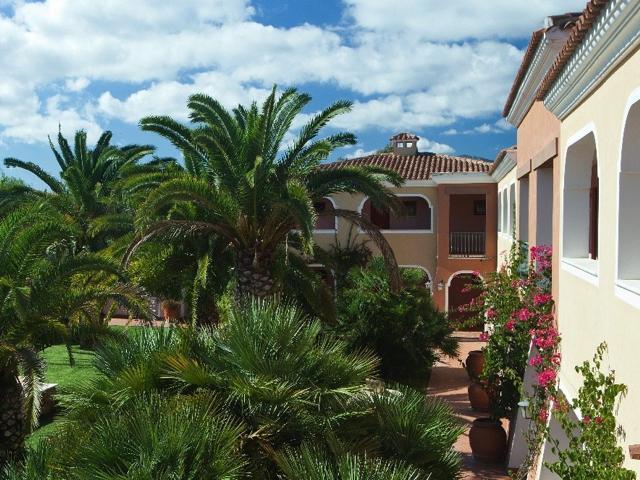 vakantie orosei sardinie - hotel resort i giardini di cala ginepro (4).jpg