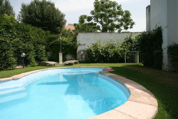 vakantiehuis sardinie met zwembad aan zee (6).jpg