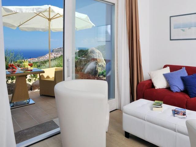 overnachten-in-castelsardo-sardinie-hotel-bajaloglia (1).jpg