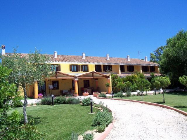 country-hotel-sardinie-is-benas-lodge (3).jpg
