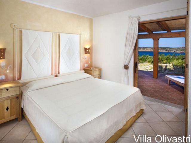 villa-sardinie-torreruja-isola-rossa-olivastri-05 (1).png
