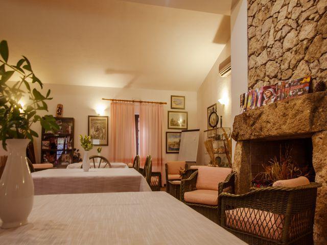 hotel-sardinie-cabras-sardinia4all (1).jpg