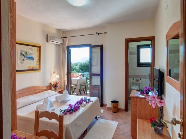tweepersoonskamer hotel i ginepri - cala gonone (4).jpg
