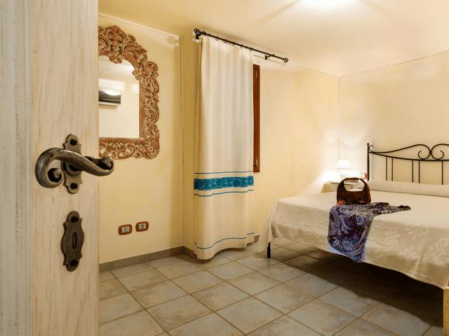 vakantiehuis met zwembad op sardinie - villa capo coda cavallo (40).png
