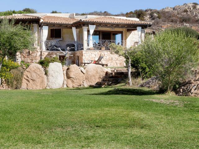vakantiehuis met zwembad op sardinie - villa capo coda cavallo (25).png