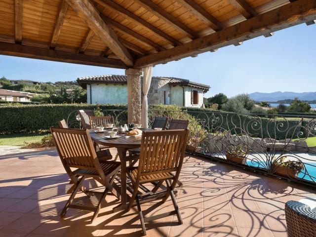 vakantiehuis met zwembad op sardinie - villa capo coda cavallo (35).png