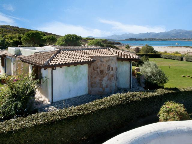 vakantiehuis met zwembad op sardinie - villa capo coda cavallo (2).png