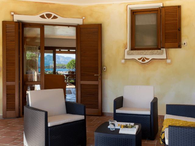 vakantiehuis met zwembad op sardinie - villa capo coda cavallo (3).png
