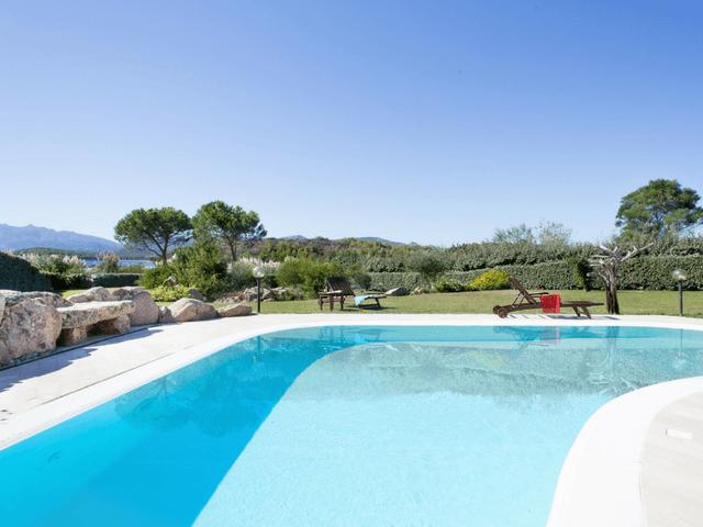 vakantiehuis met zwembad op sardinie - villa capo coda cavallo (23).png