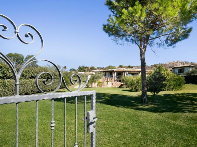 vakantiehuis met zwembad op sardinie - villa capo coda cavallo (26).png