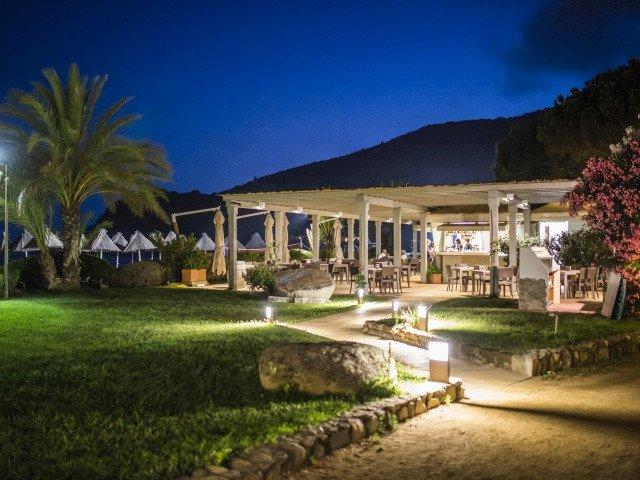 hotel cormoran beachbar 1.jpg