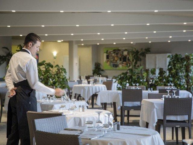 hotel cormoran restaurant 1.jpg