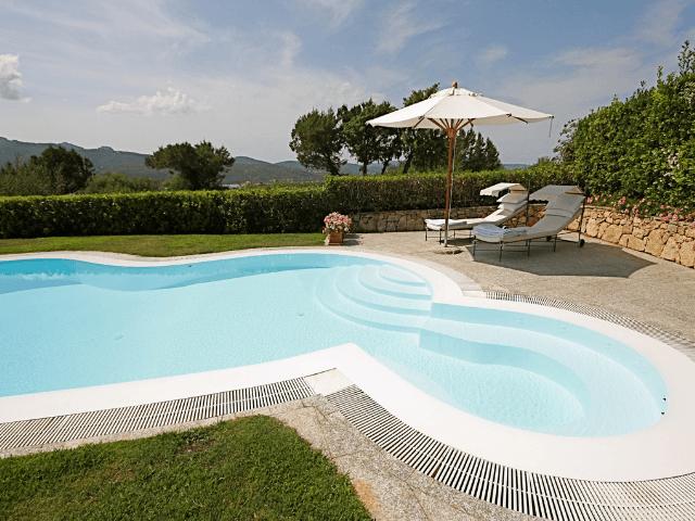 vakantiehuis-porto-rotondo-sardinie-met-zwembad (7).png