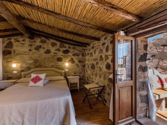 bijzonder hotel sardinie - mannois orosei (8).png