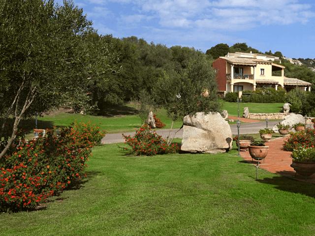 parco degli ulivi sardinien hotel garden (1).png