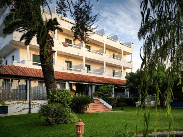 strand hotel mediterraneo santa maria navarrese sardinien (28).png