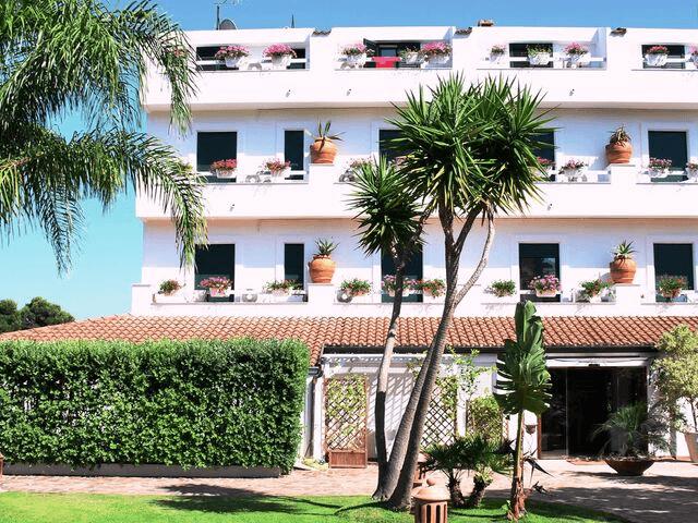 strand hotel mediterraneo santa maria navarrese sardinien (27).png