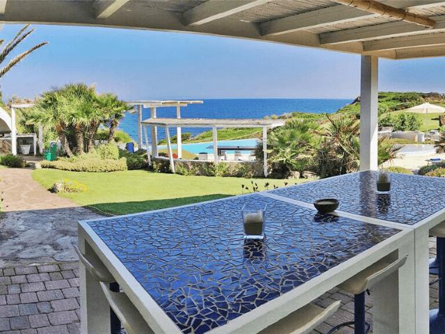 vakantiehuis met zeezicht en zwembad in castelsardo - sardinia4all  (1).png
