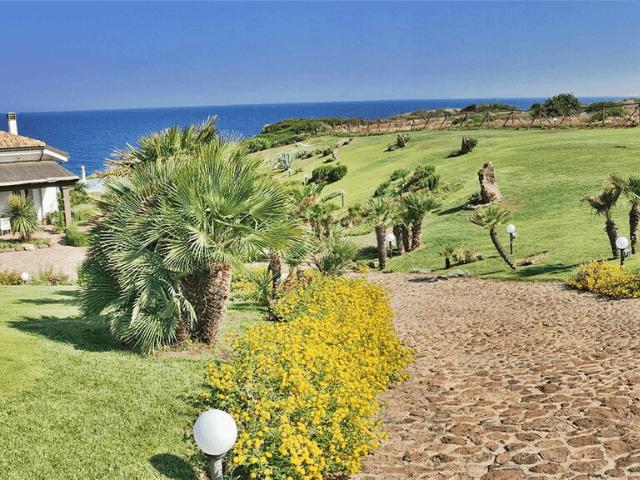 zeezicht villa in noord sardinie - sardinia4all (2).png