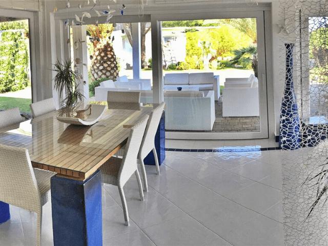 modern vakantiehuis aan zee op sardinie - villa castelsardo (2).png