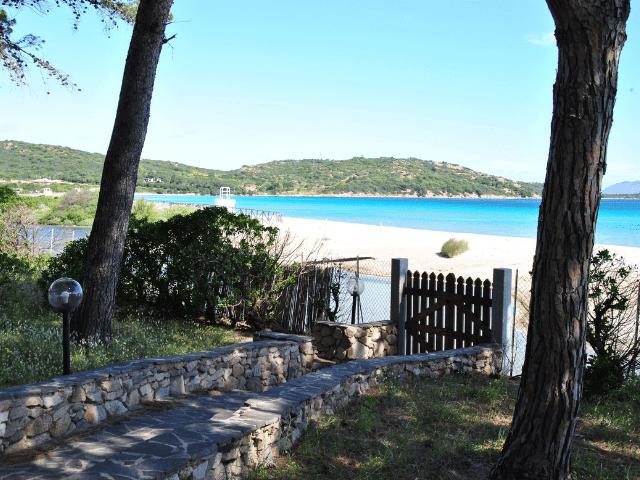 vakantiehuisjes sardinie aan het strand - ville porto taverna (2).png