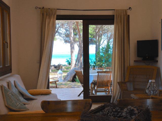 vakantiehuisjes sardinie aan het strand - ville porto taverna (13).png