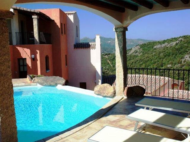 Zwembad - Hotel Arathena - San Pantaleo - Sardinië
