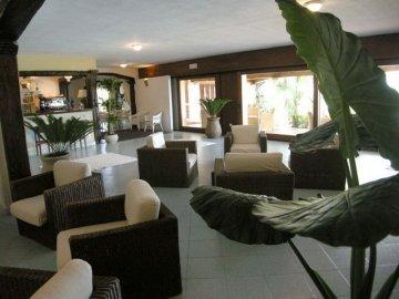 aparthotel sardinien aparthotel le bouganville villasimius urlaub sardinien. Black Bedroom Furniture Sets. Home Design Ideas