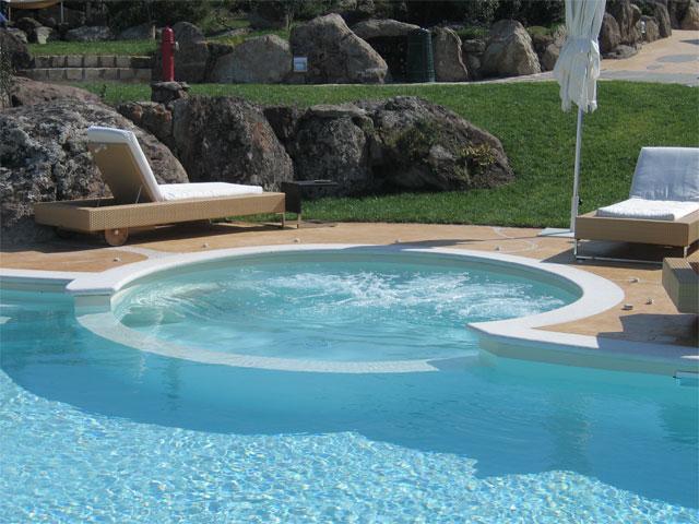 Zwembad met hydromassage - Hotel Bajaloglia_resort