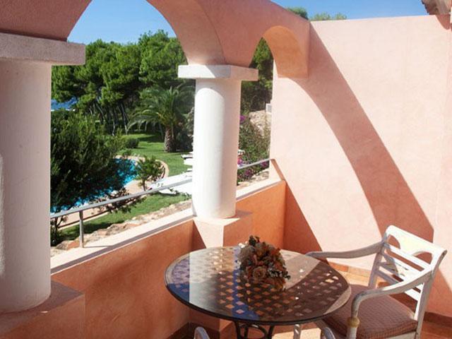 Alle kamers in Cala Caterina hebben een balkon of terras