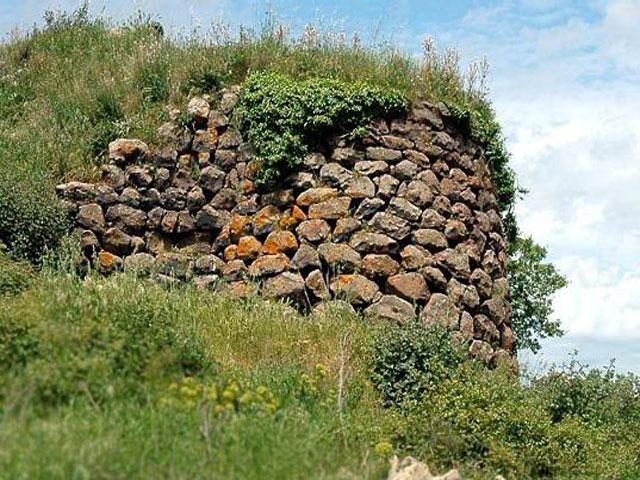 Agriturismo Genna e Corte ligt in een gebied rijk aan archeologische vondsten