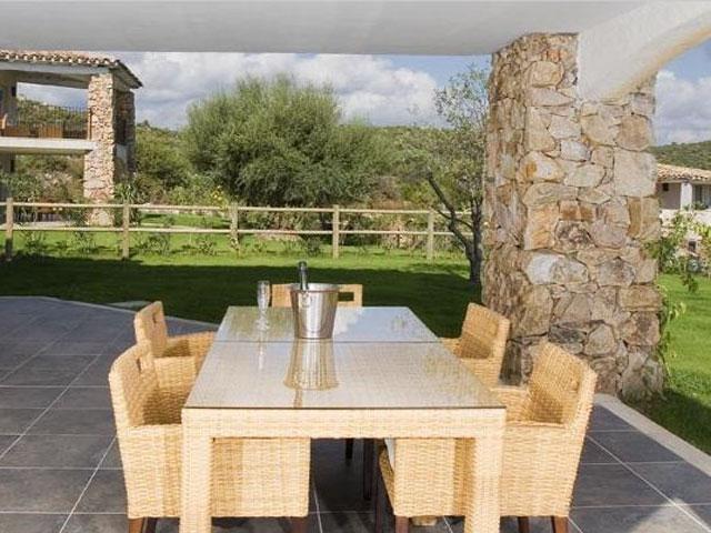 Villa in Villas Resort - Luxe vakantiehuizen met zwembad in Costa Rey - Sardinie (16)