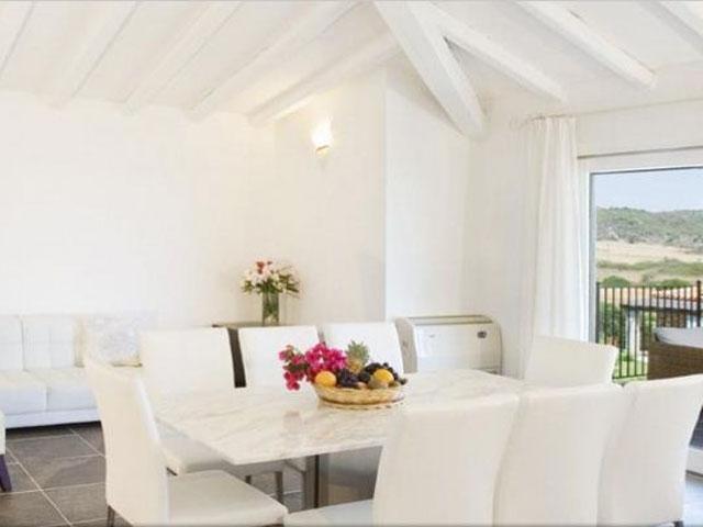 Villa in Villas Resort - Luxe vakantiehuizen met zwembad in Costa Rey - Sardinie (18)