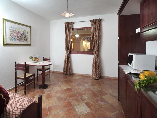 residence-sos-alinos-cala-ginepro-orosei_gallery_appartamenti-camere-02