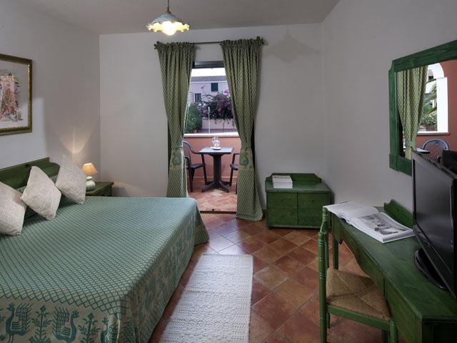 residence-sos-alinos-cala-ginepro-orosei_gallery_appartamenti-camere-06