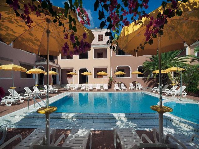 residence-sos-alinos-cala-ginepro-orosei_gallery_residence-piscina-20
