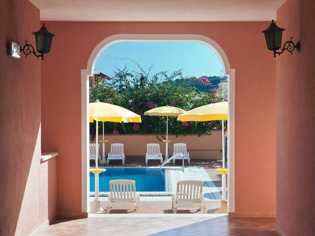 residence-sos-alinos-cala-ginepro-orosei_gallery_residence-piscina