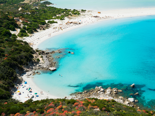 Luchtfoto van Villasimius en Porto Giunco baai, Sardinie