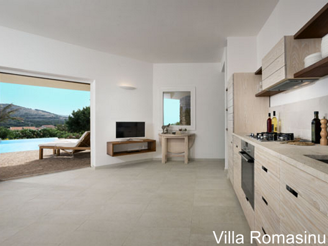 sardinie - luxe vakantiehuis aan zee met zwembad - sardinia4all (3).jpg