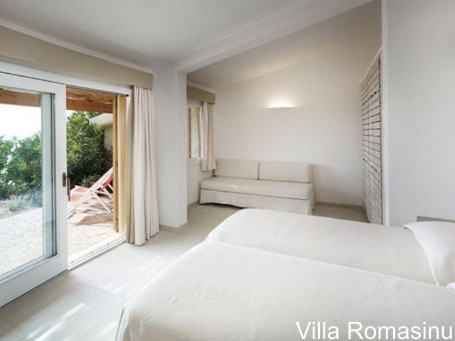 sardinie - luxe vakantiehuis aan zee met zwembad - sardinia4all (9).jpg